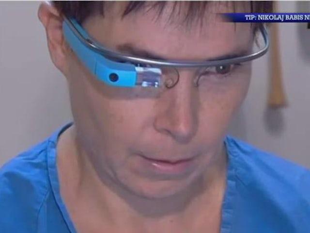 Natholdet: Gynækolog bruger Google-brille til undersøgelse
